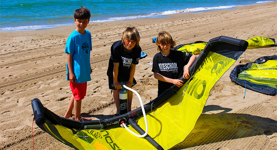 Ozone Uno Kitesurf Trainer Kite V2 in Kite School