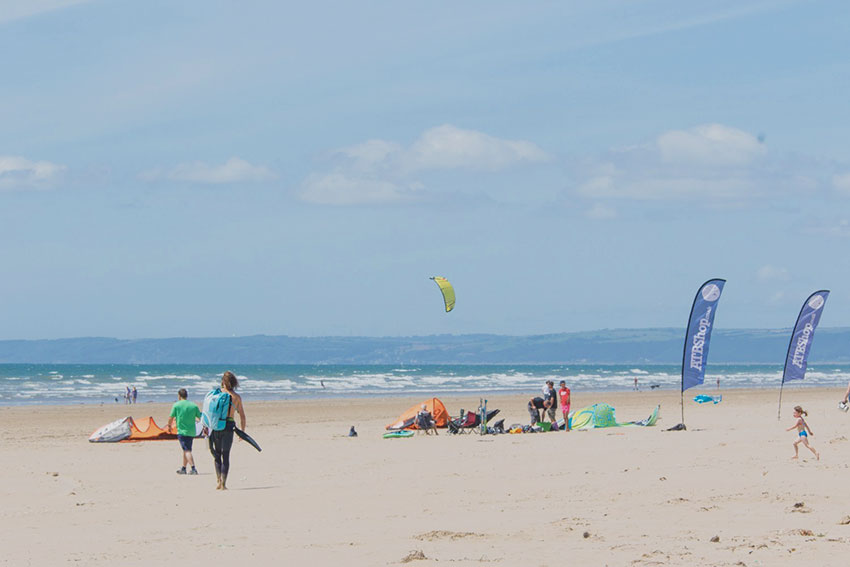 Learn to Kitesurf in South Wales