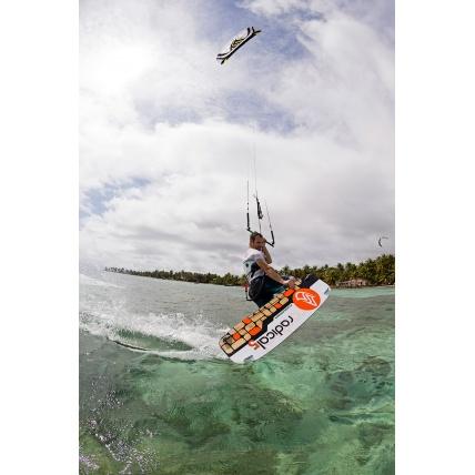 Flysurfer Radical 5 Kiteboard Riding