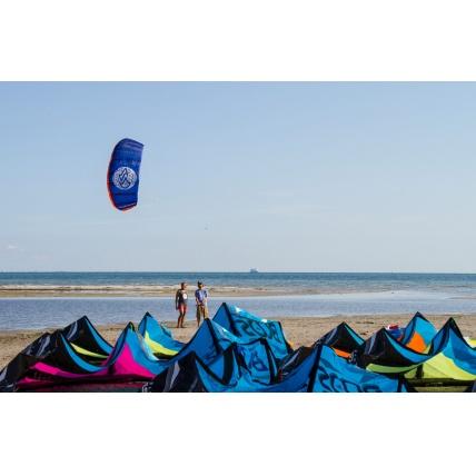 Flysurfer Peak Trainer Kite on Beach