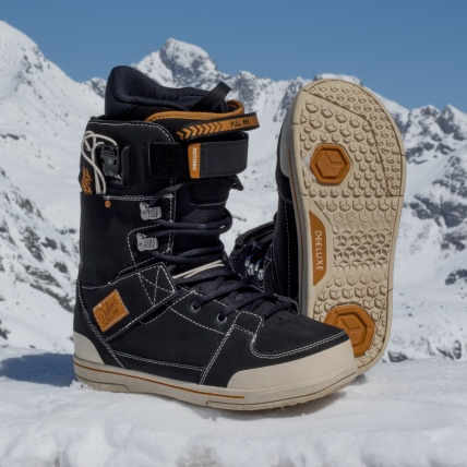 Deeluxe Original Snowboard Boot in Black at Spring Break Snowboard Test Austria mountain view