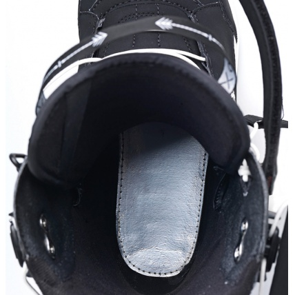 Deeluxe ID 6.3 Lara PF Womens Snowboard Boot in Black Thermo Block close up