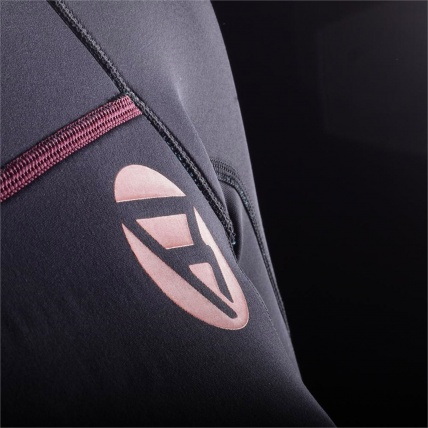 Brunotti Defence Womens 3/2 LA Summer Shorty Wetsuit Coral and Black emblem detail