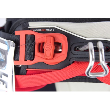 Liquid Force Arc Kitesurfing Harness in Red spreader bar clamp