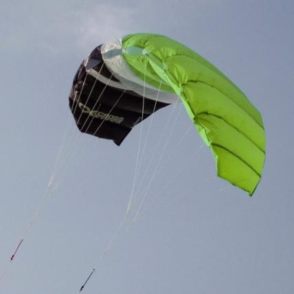 Cross Kites Boarder Flying Green