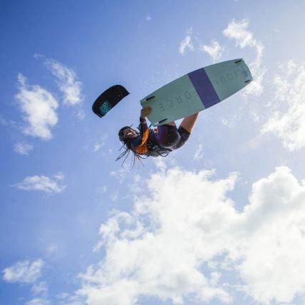Liquid Force Benchmark Gisela Pulido Pro Model Womens Kitesurf Board 2018 135cm riding