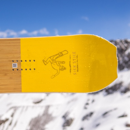 Salomon Sickstick Mens 2019 Snowboard 157cm at Spring Break Snowboard Test tail spark pad detail