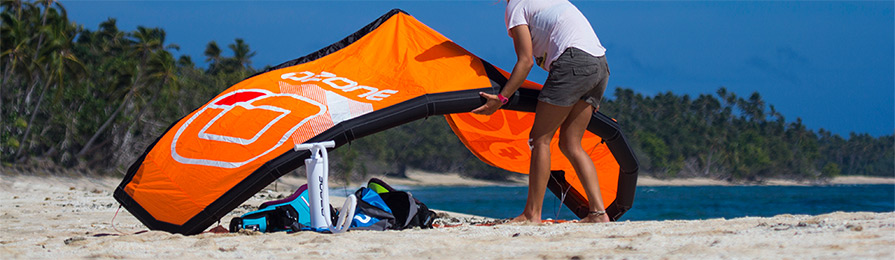 ozone uno kitesurf inflatable trainer kite launching on the beach